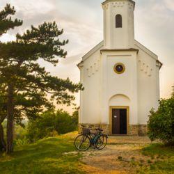Szent Mihály kápolna és domb | Vonyarcvashegy