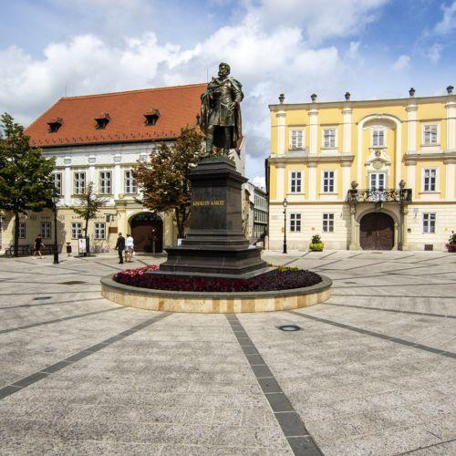 Kisfaludy Károly szobra | Győr