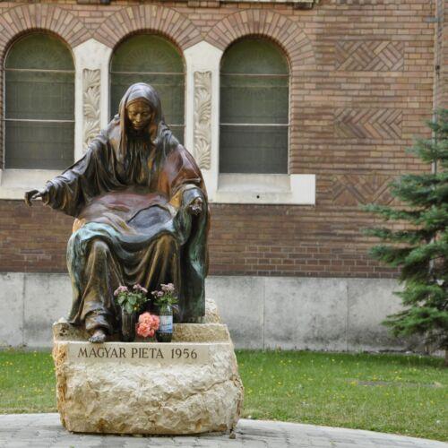 Magyar Pieta szobor   Szeged