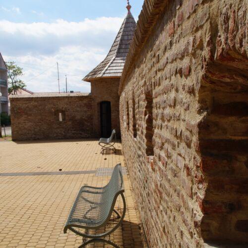 Városi erődfal maradvány | Hajdúszoboszló