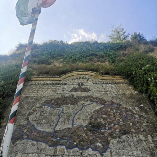 Tokaji Országzászló Emlékmű | Tokaj