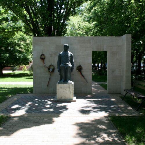 Veres Péter szobra | Balmazújváros