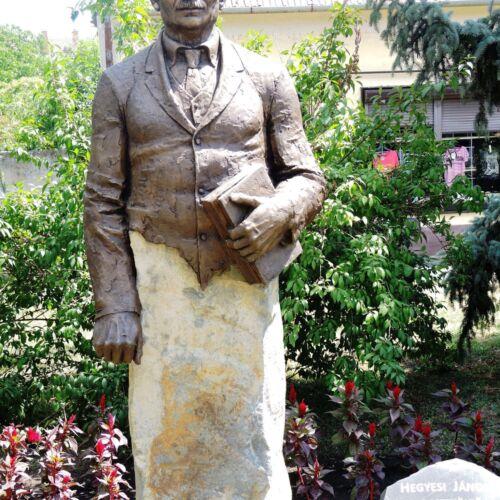 Hegyesi János parasztköltő szobra | Füzesgyarmat