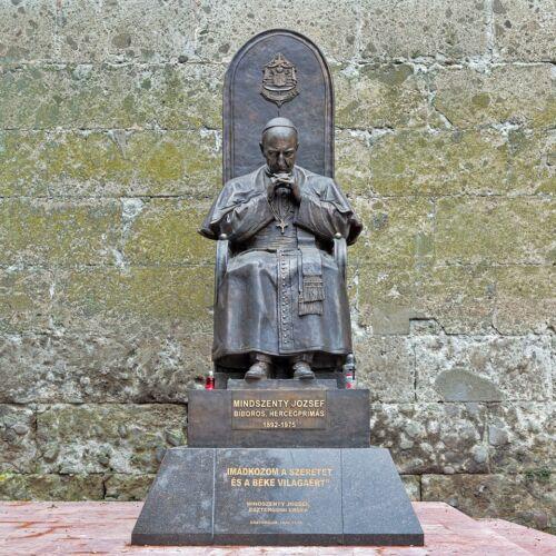 Mindszenty József bíboros szobra   Esztergom