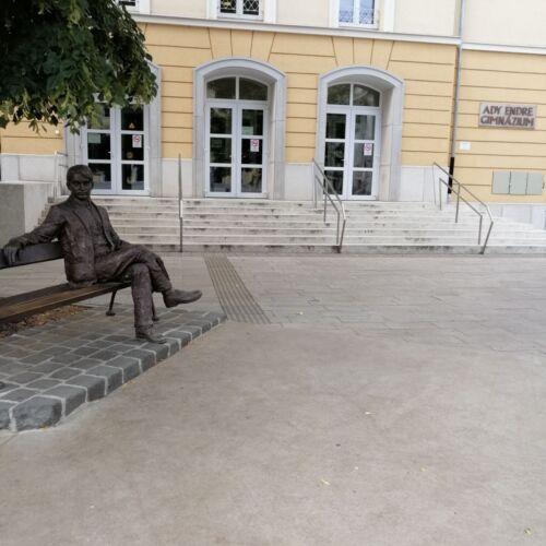 Ady Endre szobor   Debrecen