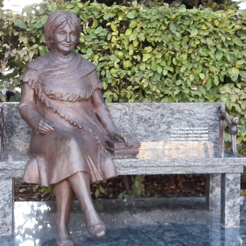 Szabó Magda szobor   Debrecen