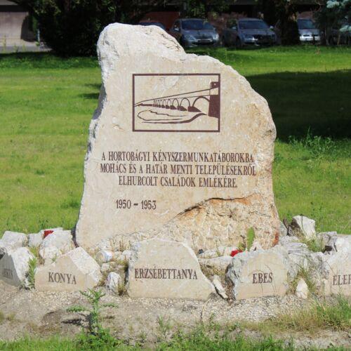 Kényszermunkatáborba elhurcolt családok emlékköve | Mohács