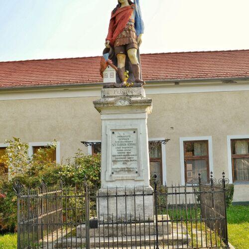 Szent Flórián szobor | Mohács