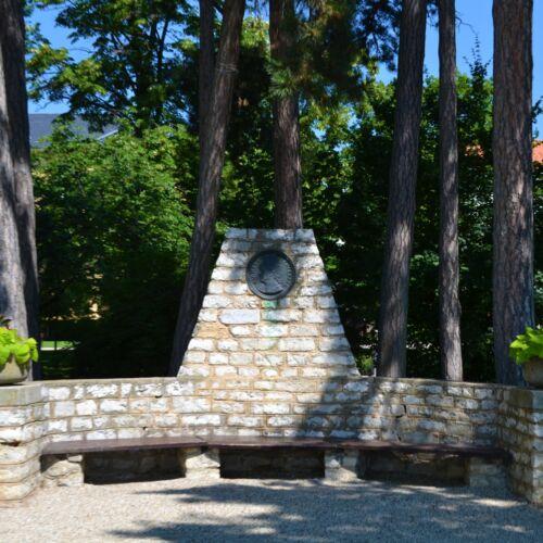 Emlékpad Blaháné emlékére   Balatonfüred