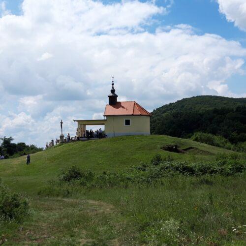 Sár-hegy Szent Anna-kápolna   Abasár