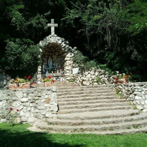Lourdes-i barlang | Bajót