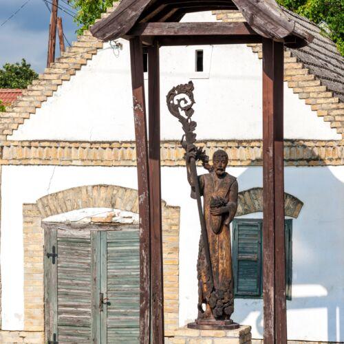 Szent Orbán szobra | Hajós