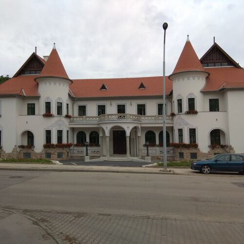Cifra Palota - Tulipános Ház   Tatabánya