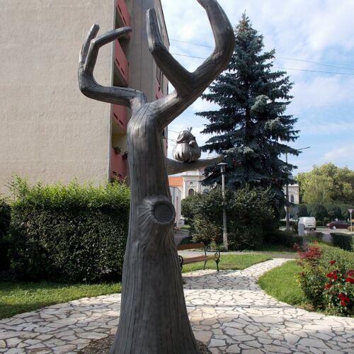 Pom Pom-szobor | Kisújszállás