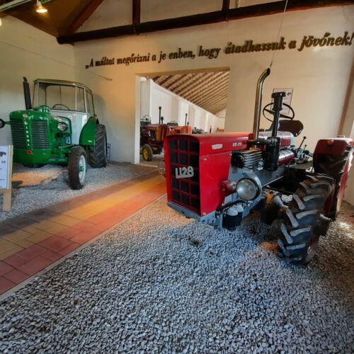 Traktor Múzeum | Újpetre