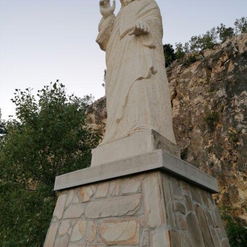 Jézus-szobor   Pilisszántó