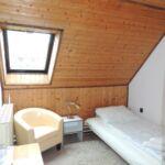 Erdőre néző tetőtéri egyágyas szoba (pótágyazható)
