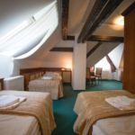 Camera tripla la etaj (se poate solicita pat suplimentar)