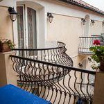 Camera cvadrupla superior cu balcon (se poate solicita pat suplimentar)