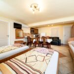Basement 1-Room Apartment for 4 Persons ensuite