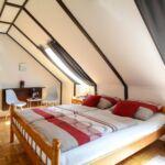 Camera dubla deluxe la mansarda (se poate solicita pat suplimentar)