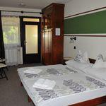 Camera dubla classic cu vedere spre gradina (se poate solicita pat suplimentar)