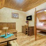 Hegyekre néző emeleti 2 fős apartman 1 hálótérrel (pótágyazható)
