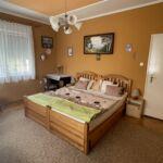 Apartament standard toata casa cu 6 camere pentru 12 pers.