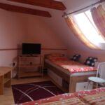 Tetőtéri kétágyas szoba (pótágyazható)