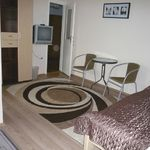 Pokój 3-osobowy na piętrze ze wspólnym aneksem kuchennym (możliwa dostawka)