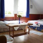 Camera tripla la mansarda cu vedere spre curte (se poate solicita pat suplimentar)