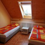 Emeleti légkondicionált háromágyas szoba