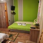 Apartament la parter cu grup sanitar cu 1 camera pentru 4 pers.