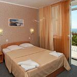 Номер с двуспальной кроватью Комфорт с балконом (с доп. местом)