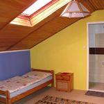 Tetőtéri háromágyas szoba Közös konyhával
