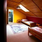 Tetőtéri kétágyas szoba Közös konyhával