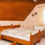 Tetőtéri erkélyes 4 fős apartman 2 hálótérrel (pótágyazható)