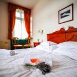 Panorámás Dunára néző franciaágyas szoba (pótágyazható)