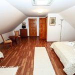 Kertre néző tetőtéri négyágyas szoba (pótágyazható)
