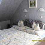 Panorámás síkképernyős tv franciaágyas szoba
