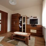 U prizemlju Pogeld na vrt apartman za 4 osoba(e) sa 2 spavaće(om) sobe(om)