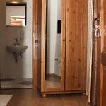 Földszintes fürdőszobás egyágyas szoba