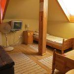Tóra néző fürdőszobás kétágyas szoba (pótágyazható)