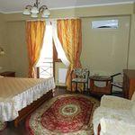 Balkonos Classic háromágyas szoba