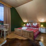 Camera dubla la etaj cu grup sanitar (se poate solicita pat suplimentar)