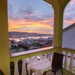 Apartament cu vedere spre gradina cu vedere spre mare cu 2 camere pentru 4 pers.
