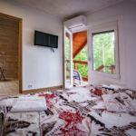 Hegyekre néző fürdőszobás 2 fős apartman 1 hálótérrel (pótágyazható)