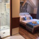Fürdőszobás légkondicionált kétágyas szoba