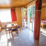 Pokój 2-osobowy na piętrze z aneksem kuchennym (możliwa dostawka)