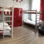 Camera single pat in dormitor comun cu 6 X paturi cu grup sanitar